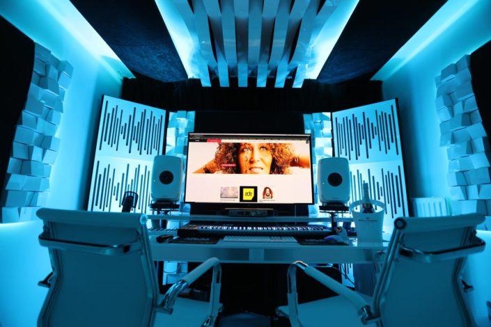 FEMALE DJ PRODUCER NO SUGAR